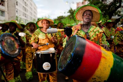 1280px-guadeloupe_winter_carnival_pointe-a-pitre_parade-_a_group_of_drummers_during_carnival_processionphoto_reportage_outdoor_portrait